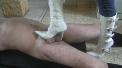 53144 - When Graziella uses my boots...
