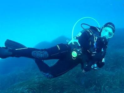80482 - Floating in the depth of the ocean