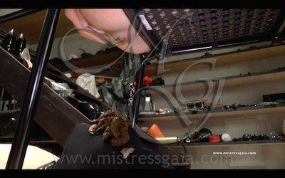 100711 - MISTRESS GAIA - UNDER THE DESK - mobile version