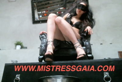 21955 - MISTRESS GAIA THRONE SCAT