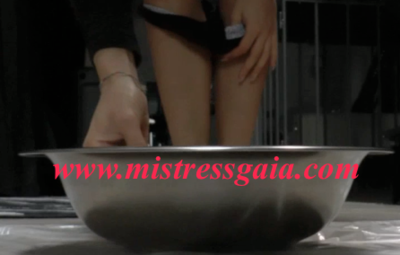 26345 - MISTRESS GAIA PEE AND SHIT AT THE SAME TIME