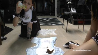 36571 - MISTRESS GAIA - NAPPY AND BIBERON FOR HER MAID