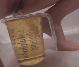 18281 - Full bladder explosion into measuring jug