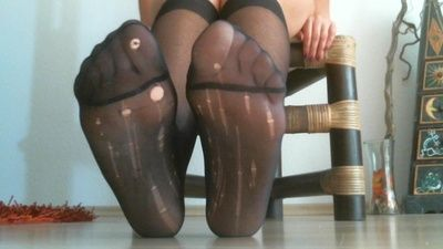 23561 - Toespreading in Nylons,Feet, toes spread, stretch in nylons for USER