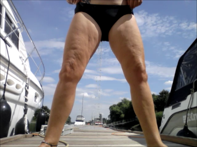 95336 - On the yacht dock THROUGH THE BIKINI PISSED; OUTDOOR PUPLIK