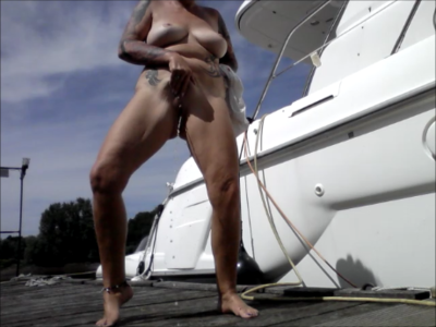 95367 - Naked on the yacht dock GEPISST OUTDOOR PUPLIK