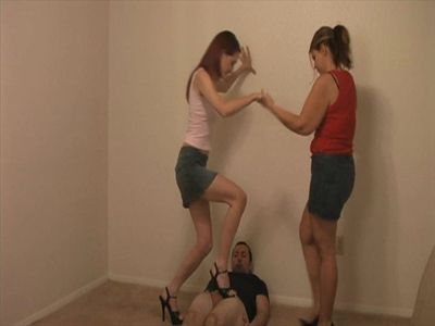 7139 - Crunchin Nuts With Stilettos - Part 2