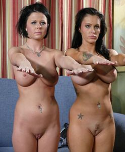 1467 - Jenna Presley and Loni Evans - Frozen, swayed and mindlessly eaten out!