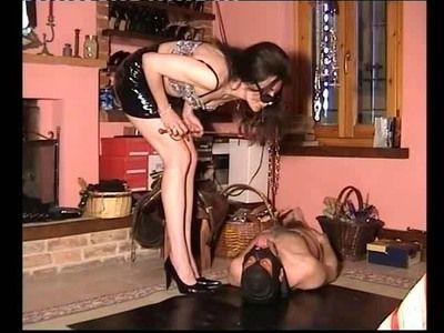 31022 - pee spitt torture