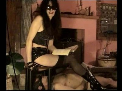 43410 - Mistress Isabella scat with the TOILET MAN
