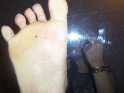 47558 - Under my divine Feet!