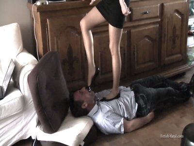 48871 - The husband is being abused by his wife