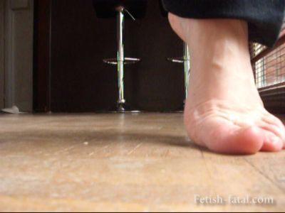 49120 - The pretty blonde sucks very very dirty floor of his room without shoes