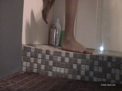 49258 - Claire takes a shower with her ​​pantyhose, very sexy!!