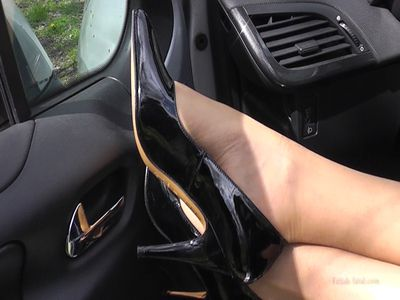 49657 - Miss Natalia screaming the engine of his car in sticky shoes !!!