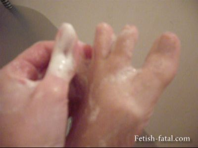 49740 - Carole washes her sexy feet in the bath !!!!