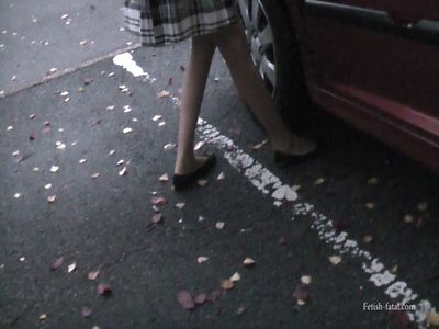 50062 - .Miss Natalia drove his car by sticking with and without shoes and then out of the car ...