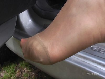 50209 - VIDEO beautiful a beautiful woman driving her car or she shows the most beautiful legs in the world !!