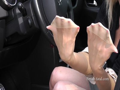 50595 - Fabulous clip: pedal pumping down nude with hands !!!