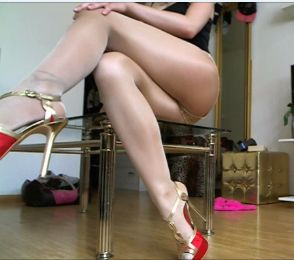 96144 - My legs dressed in super sexy shiny nylons