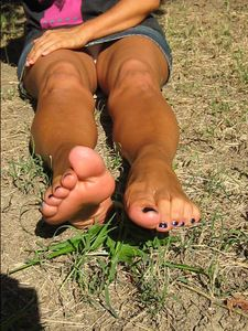 62211 - barefoo and feetworship