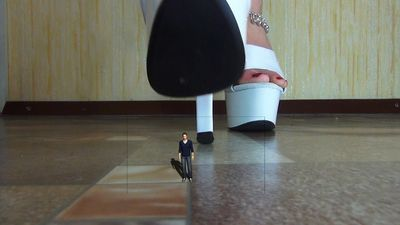 77908 - Giantess Goddess!