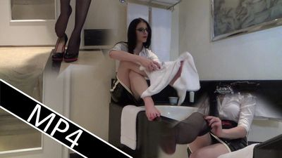 82865 - Nylons after the footbath