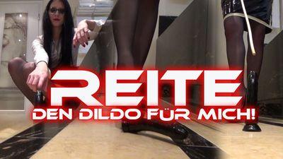 83189 - Ride the dildo for me!