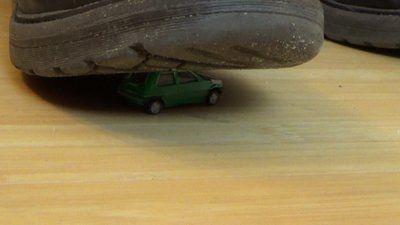 83561 - Little Green Car