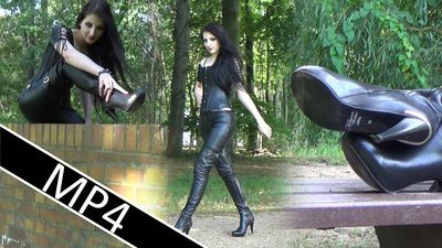87137 - Walk in Leather