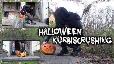 90789 - Halloween Pumpkin Crushing