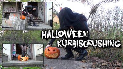 90789 - Halloween Pumpkin Crushing