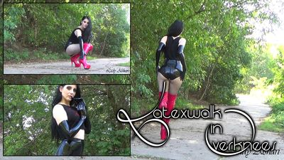 91920 - Latexwalk in Overknees