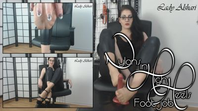 93067 - Nylons In High Heels