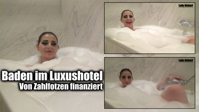 97659 - Take a bath in a Luxushotel
