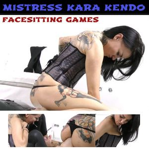 76258 - Facesitting Games with feet licking