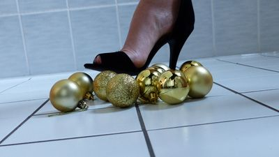 79669 - Crushing Christmas Balls in High Heels