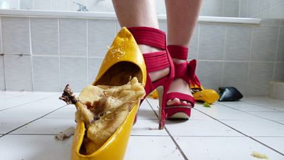 82580 - Crushing Pumps and Fruits with High Heels