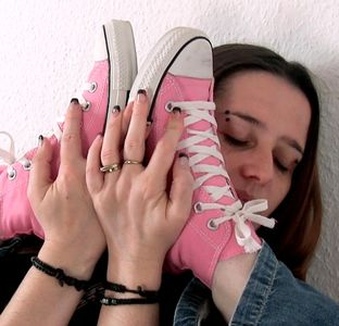 109389 - My sweet pink chucks