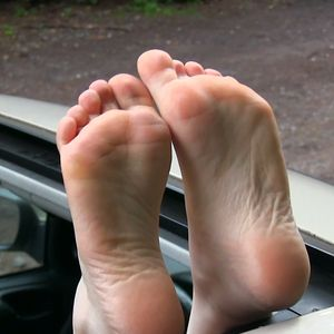 109617 - Freedom for my feet - soles through the car canopy