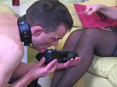 107824 - How a slave should treat his goddess