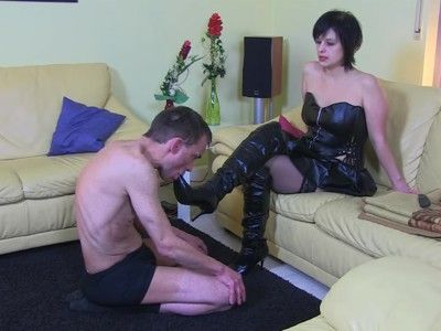 122429 - Knee-length boots wellness with face-slapping - wmv