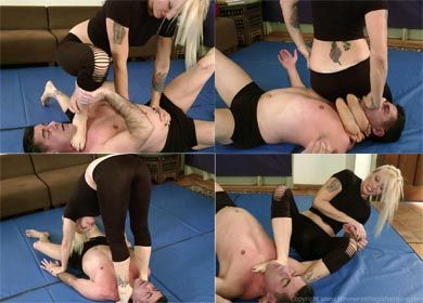 59617 - UNDER LIZ'S FEET - CLIP 01