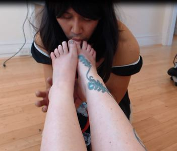 89875 - Sissy Foot Worship