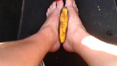 85676 - Footjob with babana