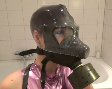 87096 - Breathless with a Gas mask
