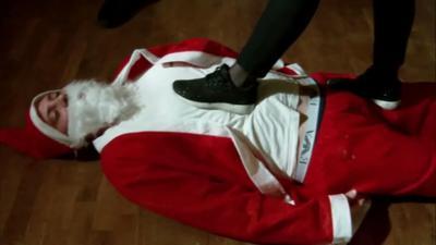 92714 - Santa Claus stingy