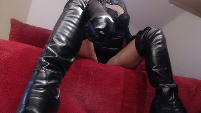 98711 - You'll lick my boots!