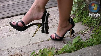 80407 - Shoeplay Voyeur - Cassandra