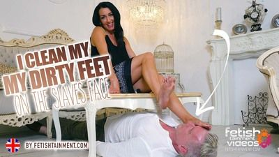 168602 - I clean my dirty feet on the slave's face